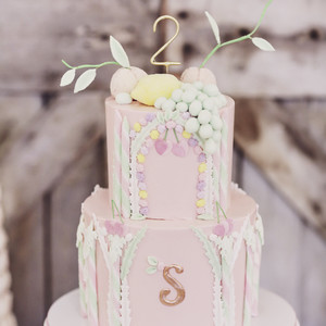 A Pretty-in-Pink Cake