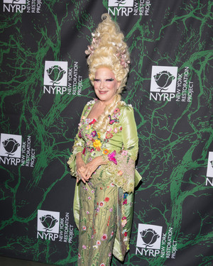 15 Other Magical Moments From Bette Midler's Hulaween Gala