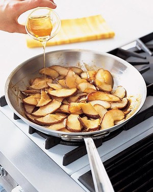ml0904dyka1_0904_caramelized_pears.jpg
