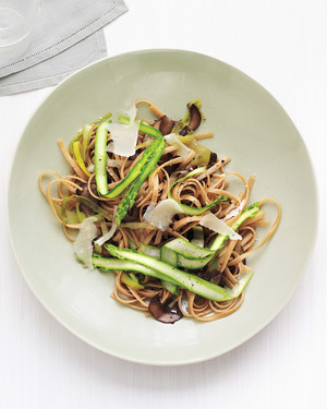 whole-wheat-linguine-0511mld107026.jpg