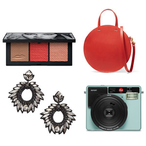 gifts for women eyeshadow bag earrings camera