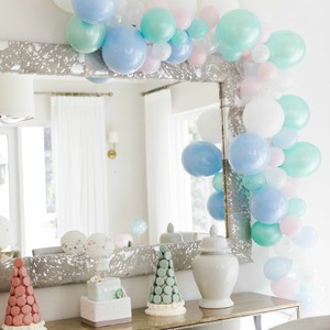 balloon-decor-around-mirror