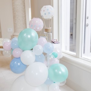 hot-air-balloon-decor-by-window
