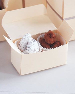 ml711k21_1197_chocolate_covered_almonds.jpg