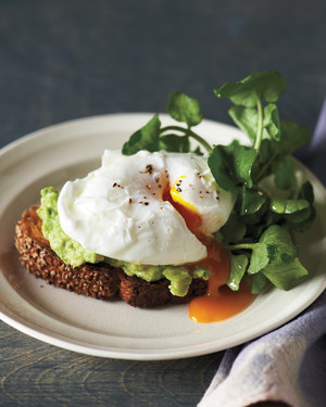 sesame-toasts-poached-egg-avocado-md109548.jpg