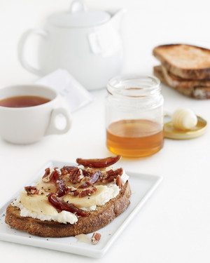 banana-ricotta-toast-pecans-honey-mld107965.jpg