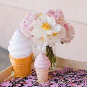 ice-cream-decor-with-flowers