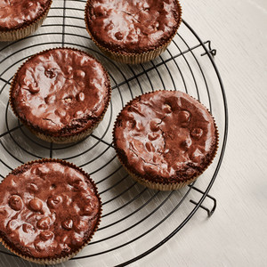 triple chocolate brownie cups on cooling stand