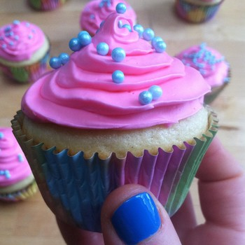 Host a Boozy Cupcake Party