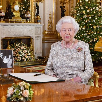 The Touching Reason Queen Elizabeth Leaves Her Christmas Decorations up Until February