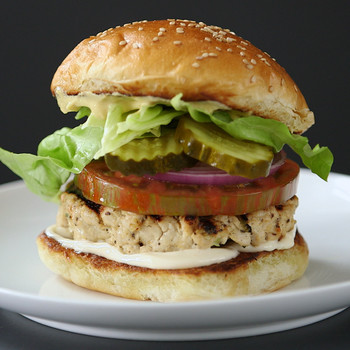 Watch: Tips for the Juiciest Turkey Burger