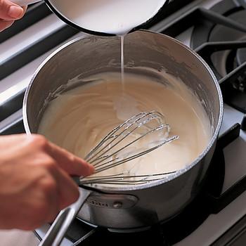 Bechamel Sauce for Lasagna Bolognese
