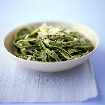 Pasta with Spinach-Basil Sauce