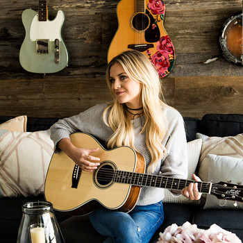 kelsea ballerini playing guitar living room