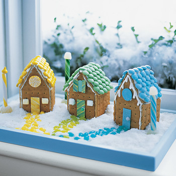 Building Cookie Cottages: Pastel Village