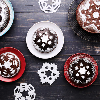 How to Make a Snowflake Cake