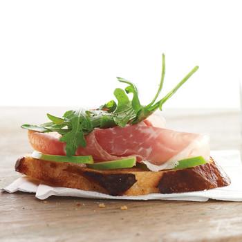 Crostini with Green Apple and Prosciutto