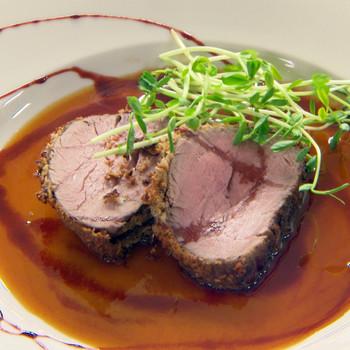 Emeril's Beef Tenderloin with Fresh Horseradish and Black Pepper Crust