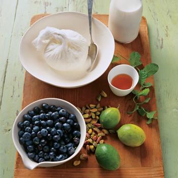 Blueberry-Yogurt Fool