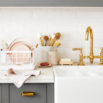厨房水槽配金水龙头