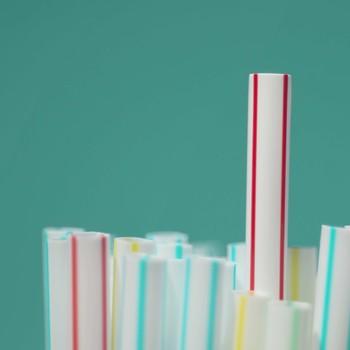 加州就成为第一个州禁止塑料吸管