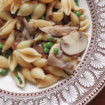 Shells with Peas and Mushrooms