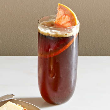 stout shandy with grapefruit slice
