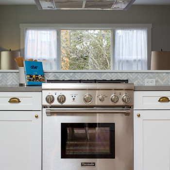 How to Seriously Deep Clean Your Kitchen Stove & Hood