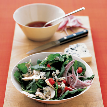 Spinach Salad with Mushrooms and Blue Cheese