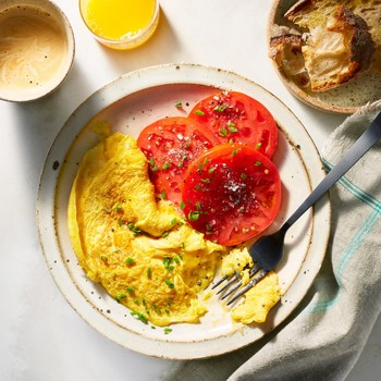 american omelet with tomatoes