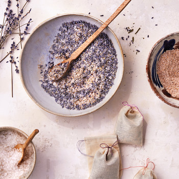 10 Aromatherapy Crafts to Instill Your Home with Natural Fragrances