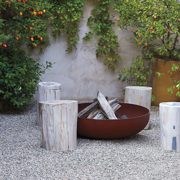A Fire Pit: The Easiest of All Outdoor Fireplace Plans