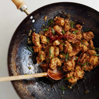 general tsos chicken in pan