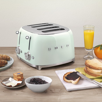 Five Toasters That Will Raise the Breakfast Bar