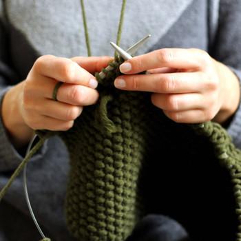 女子手工编织