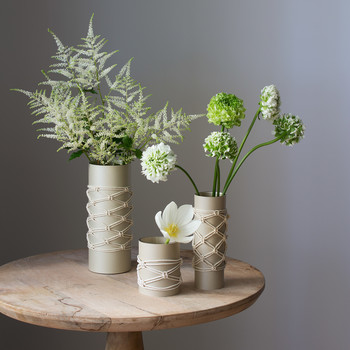Here's a New Take on Macramé Knots: A Modern Vase