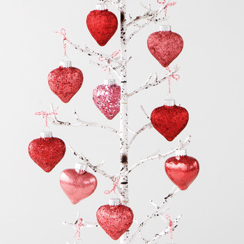 This Widower's Valentine's Day Tree Tradition Will Warm Your Heart