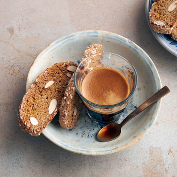 "Martha's Reinventing Biscotti (And Other Coffee Shop Favorites!) on ""Martha Bakes"""