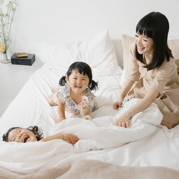 marie kondo laughing with two daughters