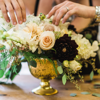 arranging-flower-centerpiece
