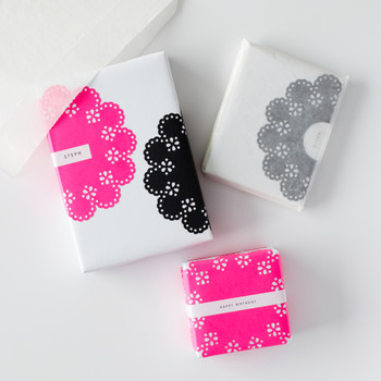 Scalloped-Circle Gift Wrap