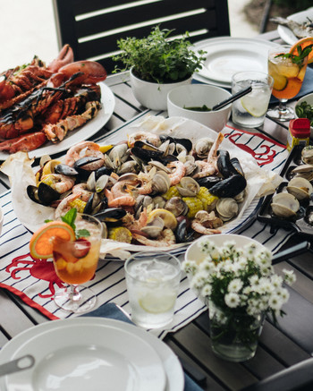 clam bake table setting