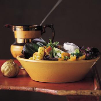 马铃薯和传家宝番茄沙拉