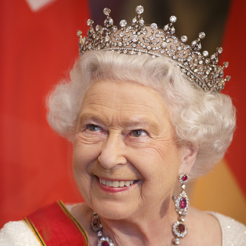 queen elizabeth with jewels