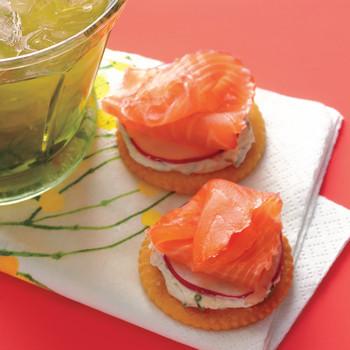 Speedy Smoked-Salmon Crackers