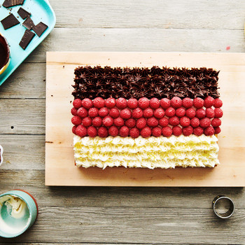 One Cake, Three Flavors: This Is a Dessert Guaranteed to Please Everyone