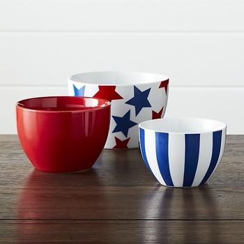 板条箱和桶形星条旗瓷碗