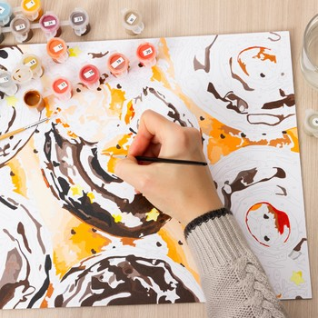 painting by numbers as a way of spending leisure time