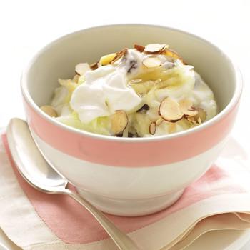 Yogurt with Apple and Almonds