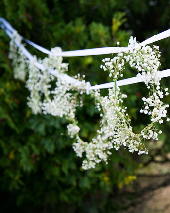blooming-en-blanc-party-hanging-babys-breath.jpg
